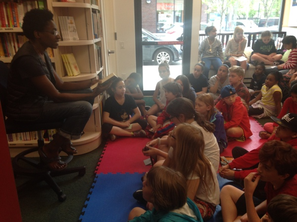 Jacqueline Woodson reading to kids